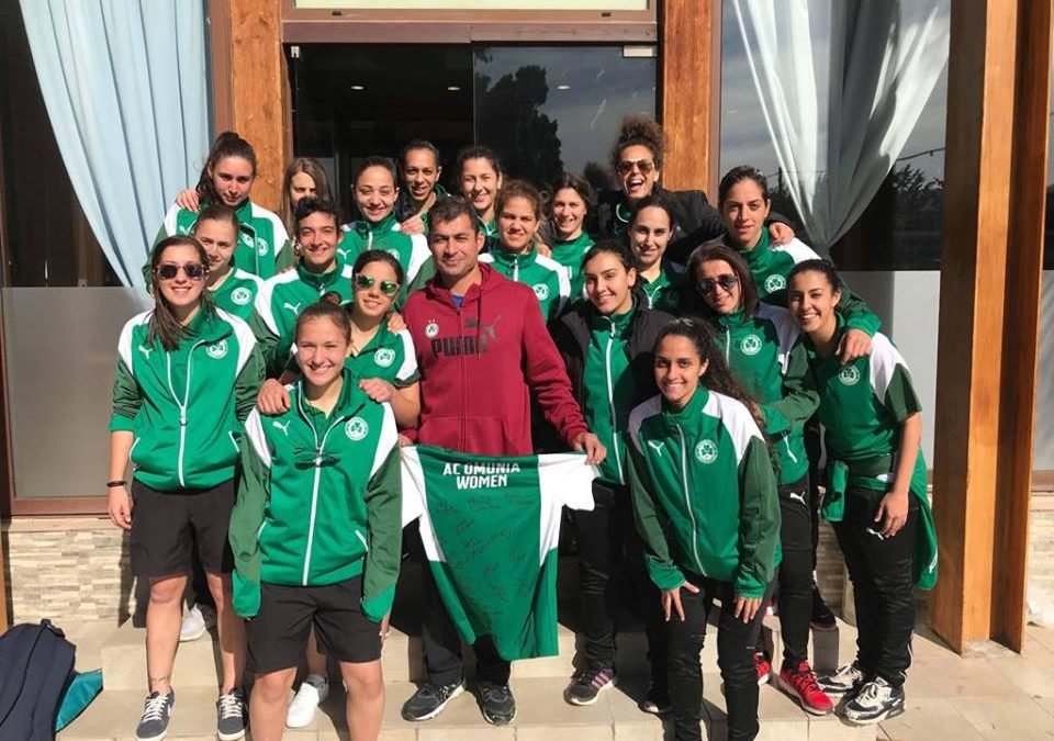 ΓΥΝΑΙΚΕΙΑ ΟΜΑΔΑ ΠΟΔΟΣΦΑΙΡΟΥ | Τίμησε τον παραολυμπιονίκη, Αντρέα Συμεού!